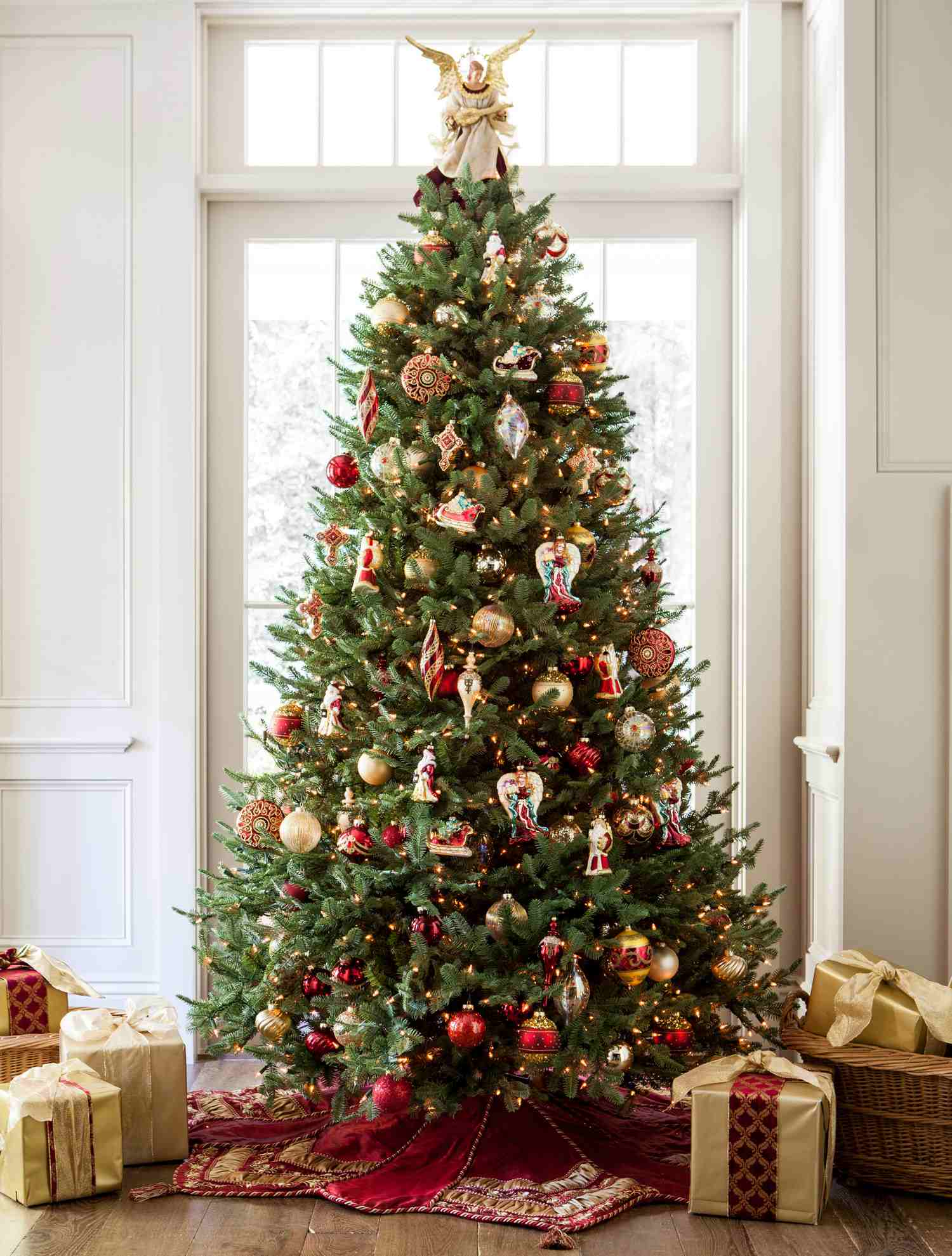 balsam beauty and noel style tree christmas tree decorating ideas. Black Bedroom Furniture Sets. Home Design Ideas