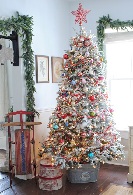 christmas tree decorating ideas - Christmas Tree Decorated With Vintage Ornaments