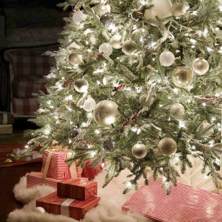 a snowy white themed tree - Elegant Christmas Decor