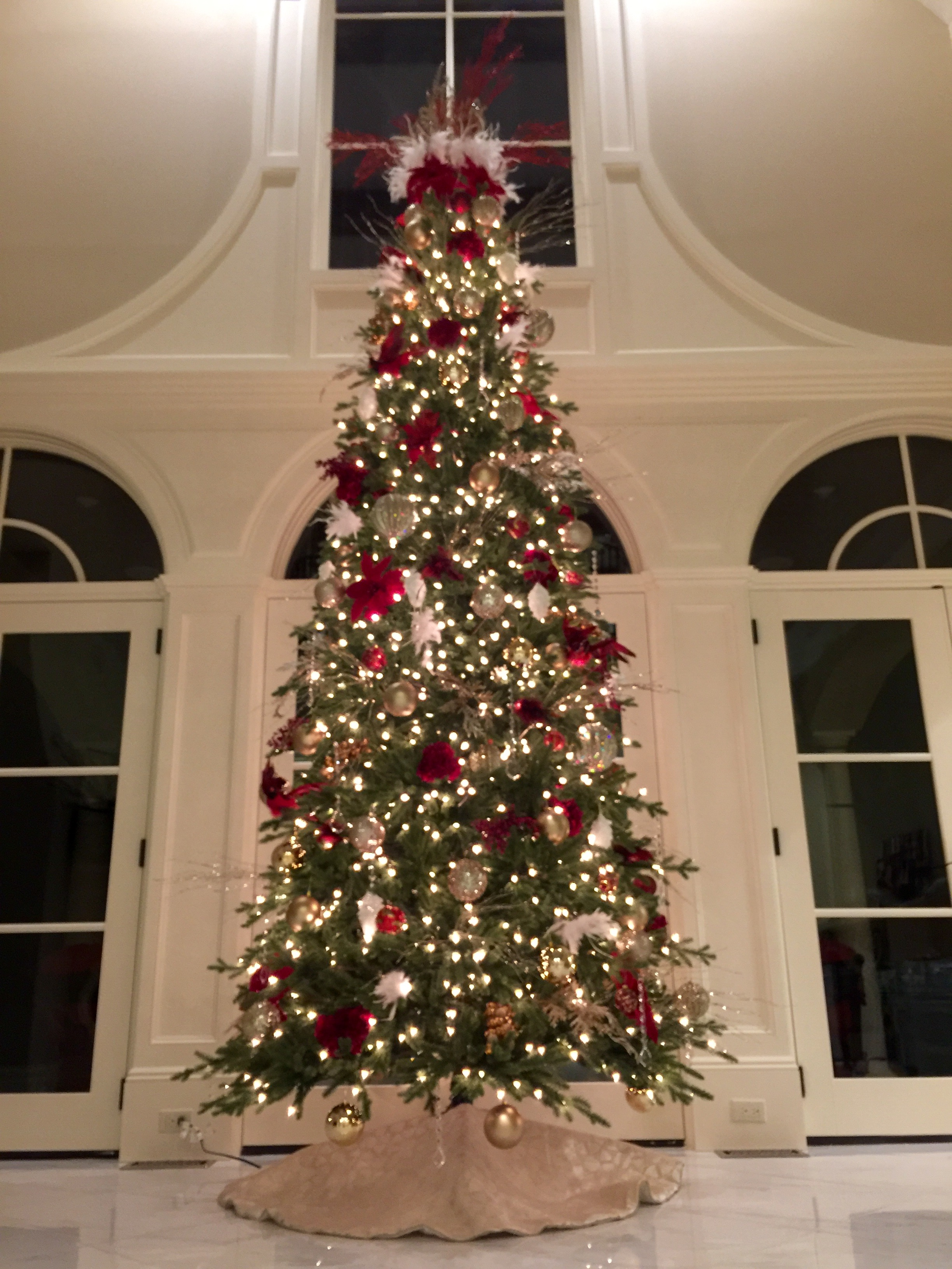 Red White Champagne Christmas Tree Decorating Ideas