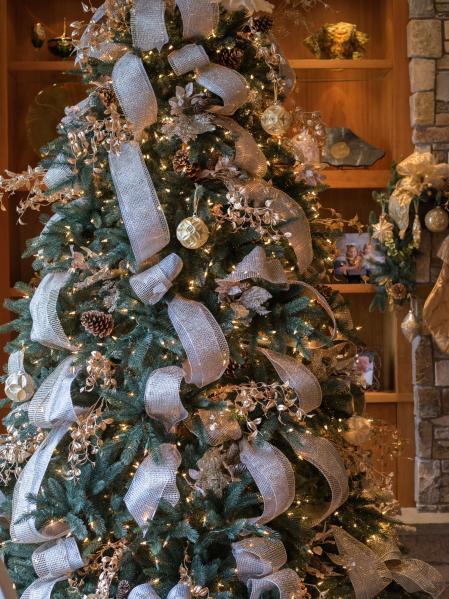 drops of silver and gold christmas tree decorating ideas