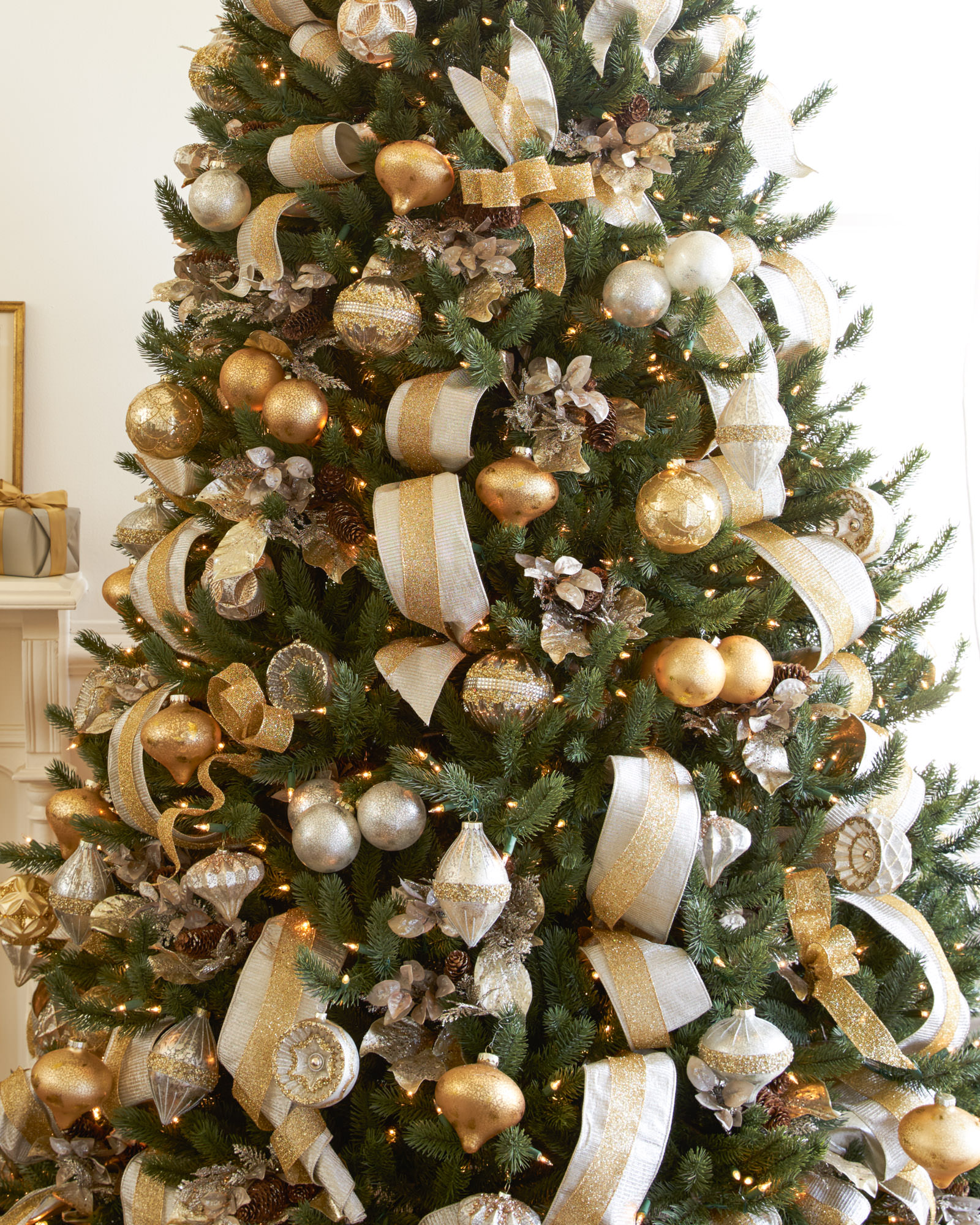 Silver And Gold Christmas Tree Christmas Tree Decorating Ideas