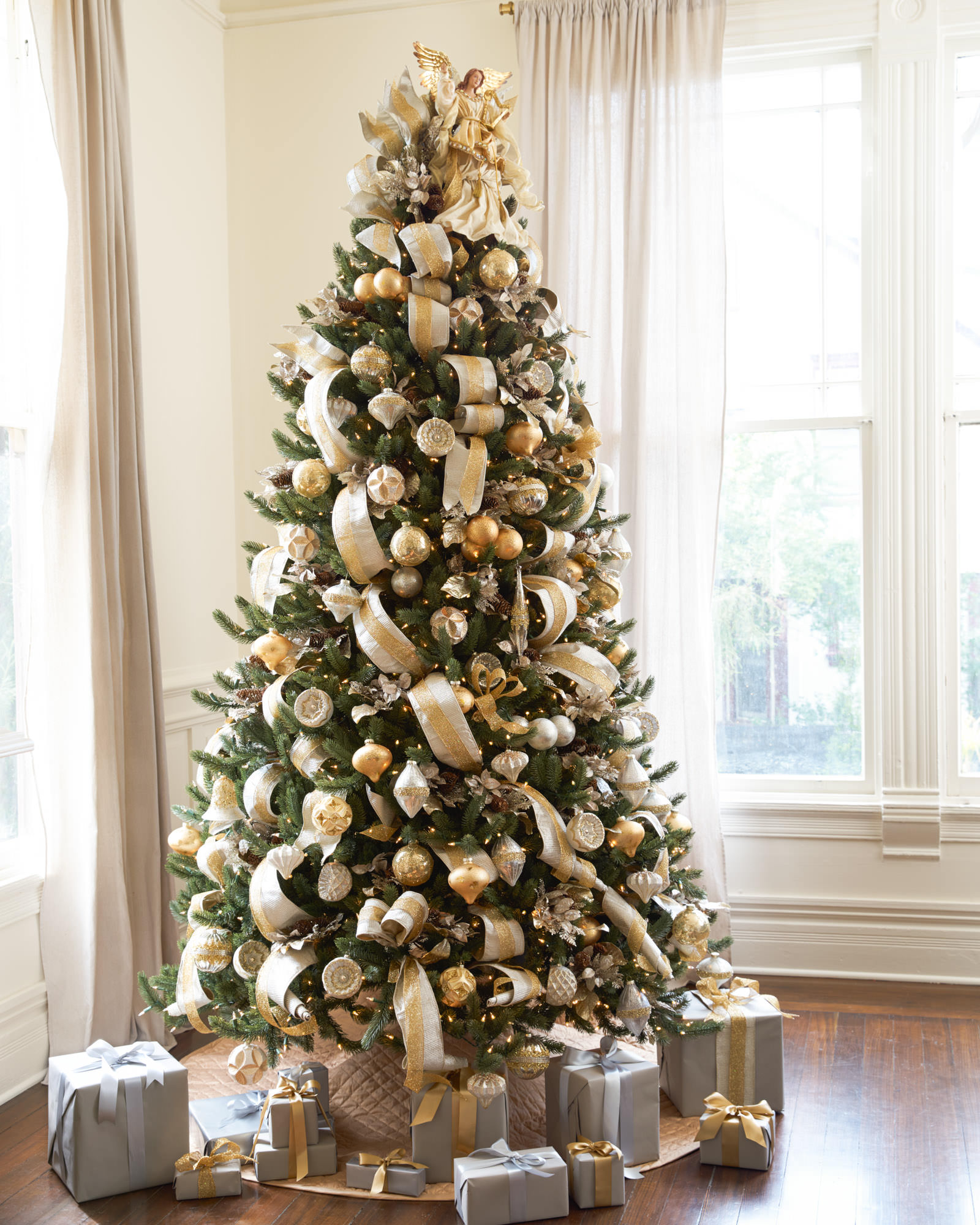Silver and gold christmas tree christmas tree decorating for Decoration xmas ideas
