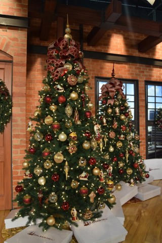 Christmas Tree Decorated.Elegant Christmas Tree Decorating Ideas From Balsam Hill