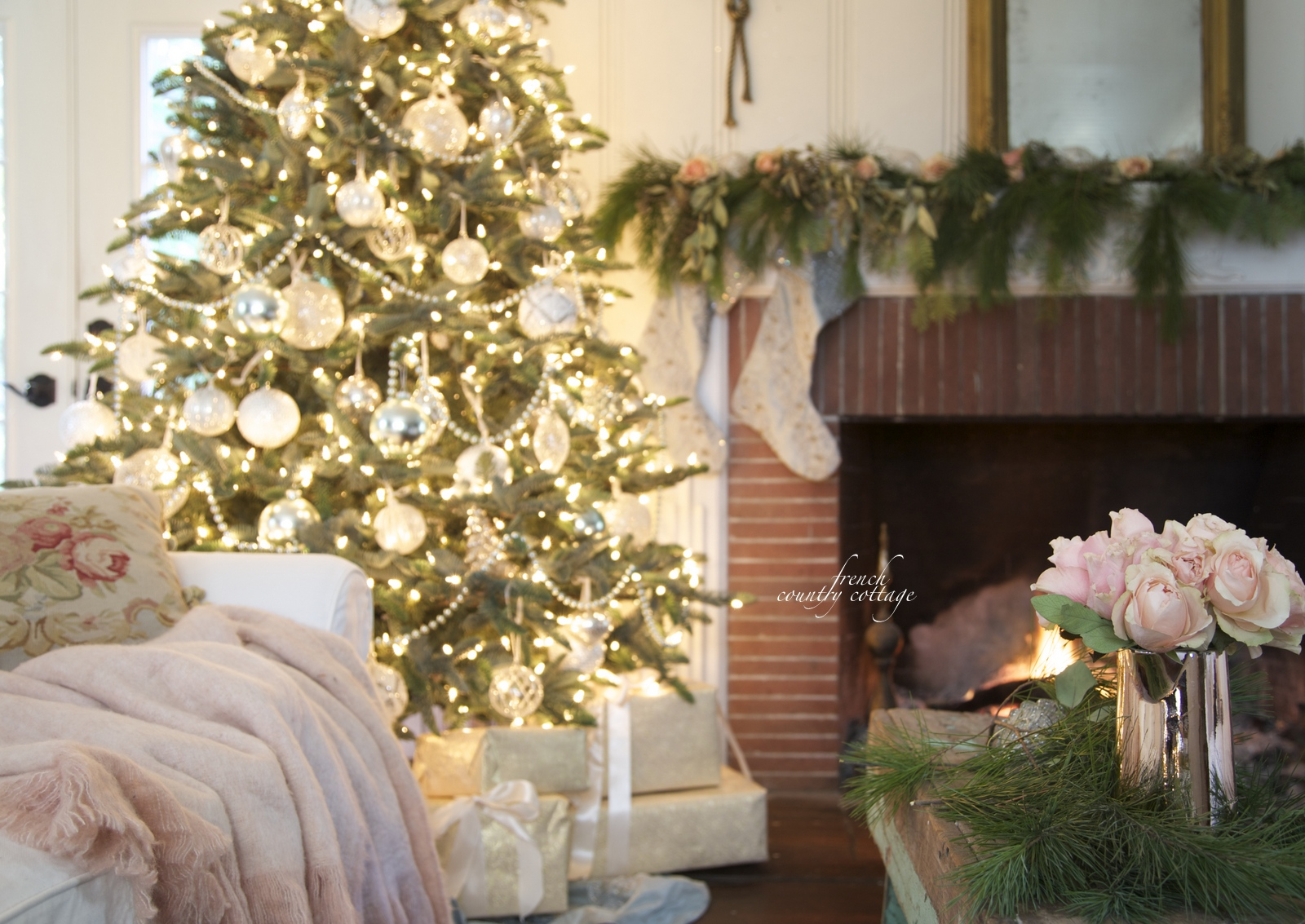 White And French Blue Wintry Elegance Christmas Tree Decorating Ideas,Black And White Wallpaper Aesthetic Nike