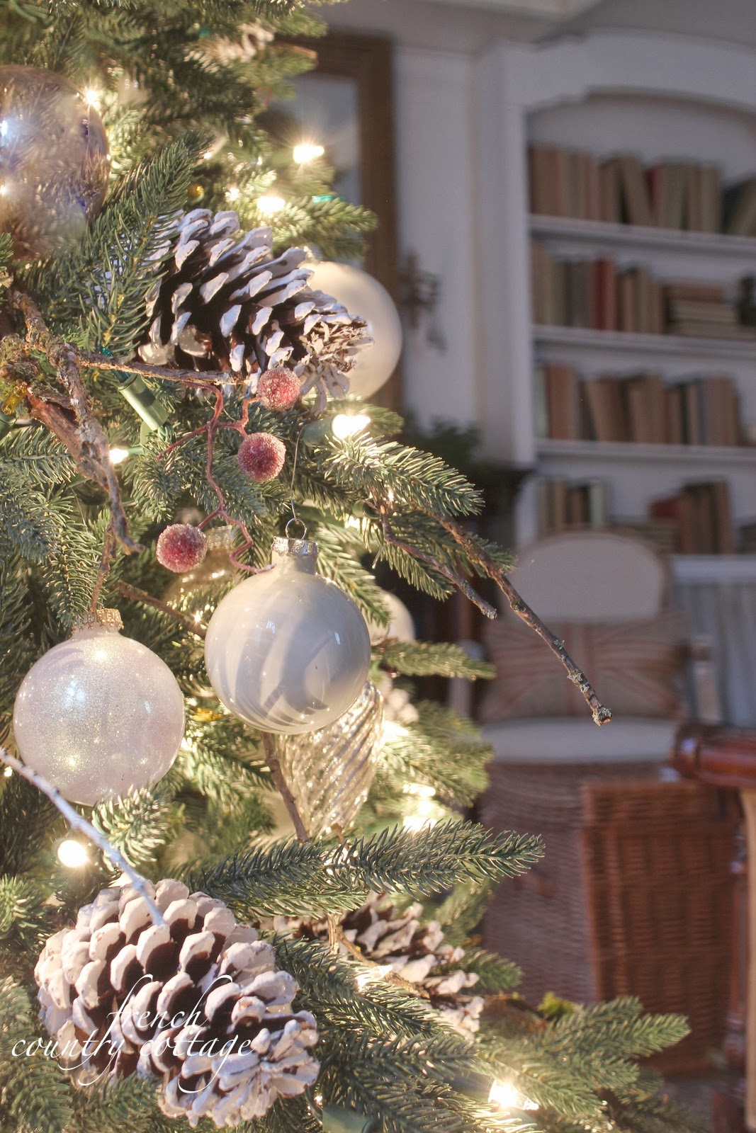 Woodland Cottage Christmas Tree Decorating Ideas