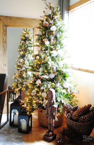 a rustic tree with a modern twist - Rustic Elegant Christmas Decor