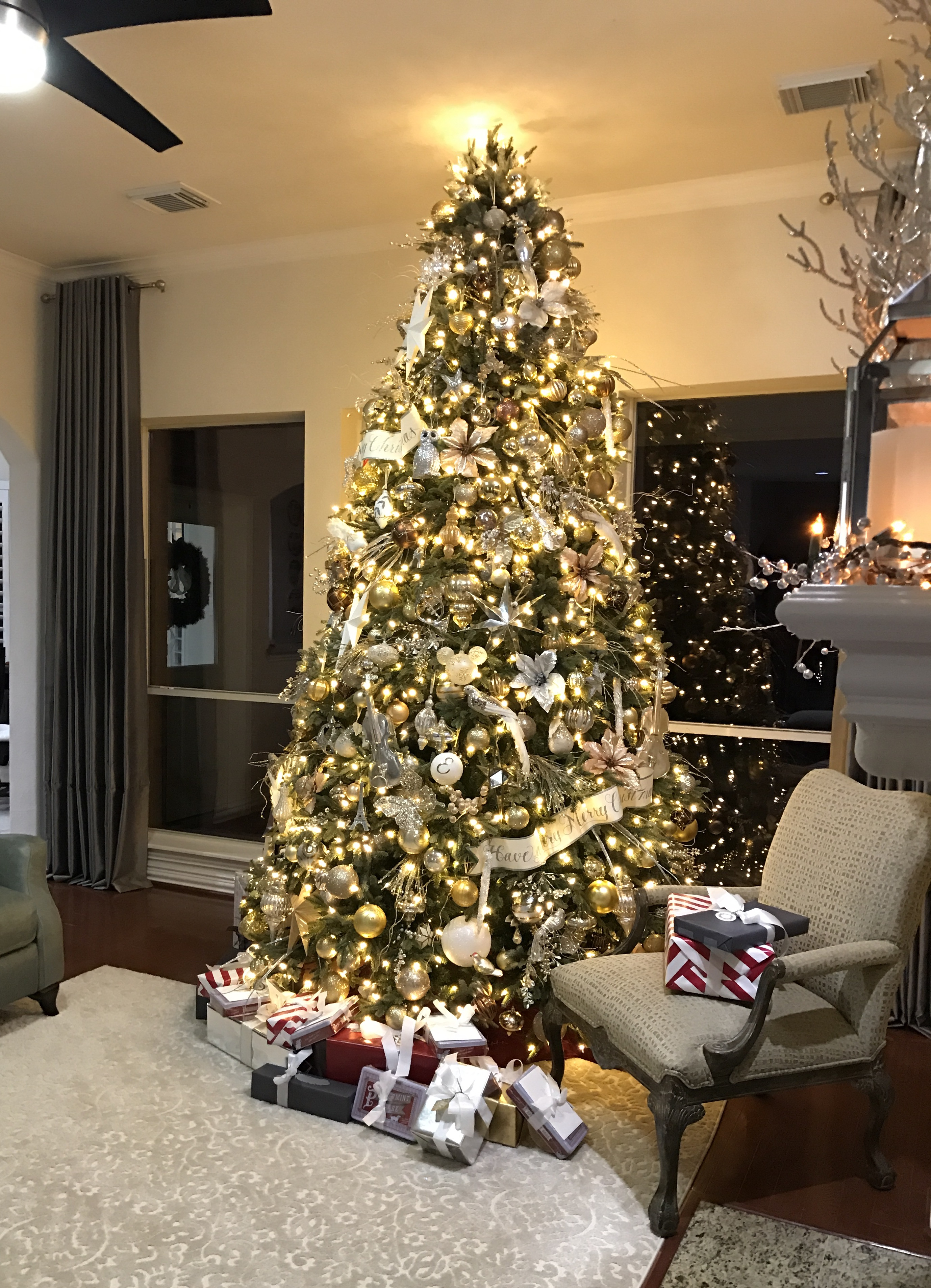 Elegant in silver and gold christmas tree decorating ideas Christmas tree decorating ideas philippines