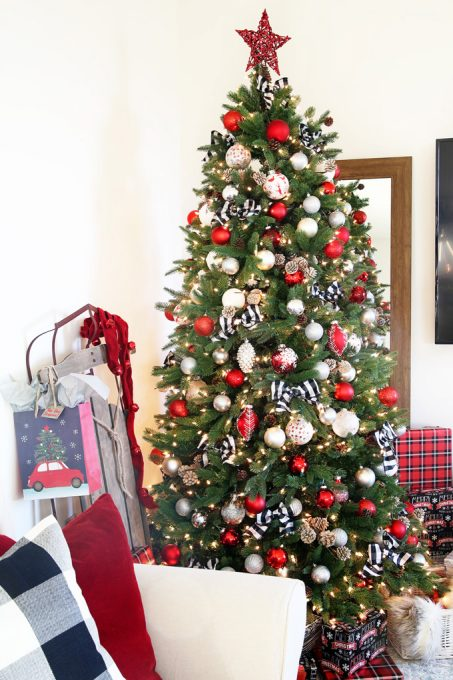 Red And White Christmas Tree Decorations Ideas.Rustic Charm In Red White And Black Christmas Tree