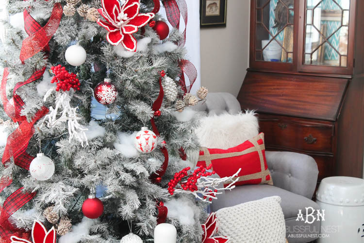 a classic red and white tree christmas tree decorating ideas - Red And White Christmas Tree Decorations Ideas