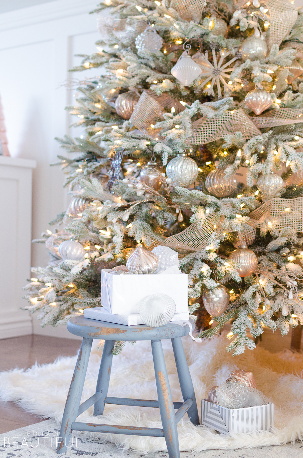snowy flocked christmas tree - Flocked Christmas Tree Decorating Ideas