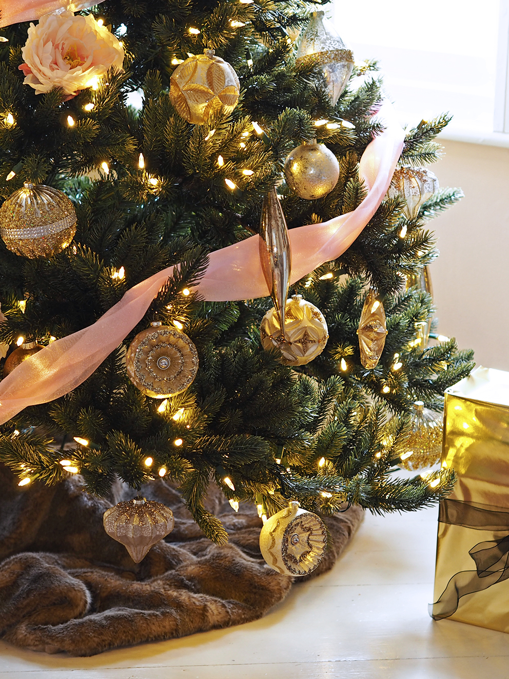 Serene Christmas Christmas Tree Decorating Ideas
